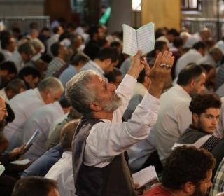 گزارش ویدئویی از مراسم دعای عرفه - پخش شده از شبکه دو سیما